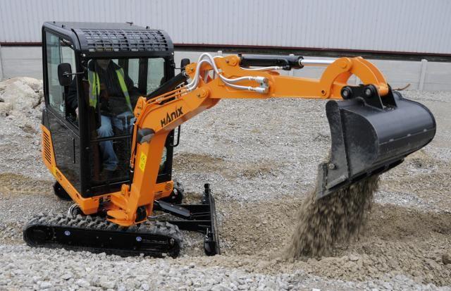 Onderwagen verstelbaar van 990mm tot 1300mm voor extra stabiliteit tijdens het graven.