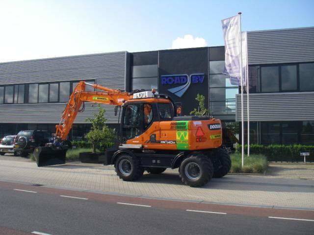 Doosan DX 140 W voor Van Werven uit Oldebroek