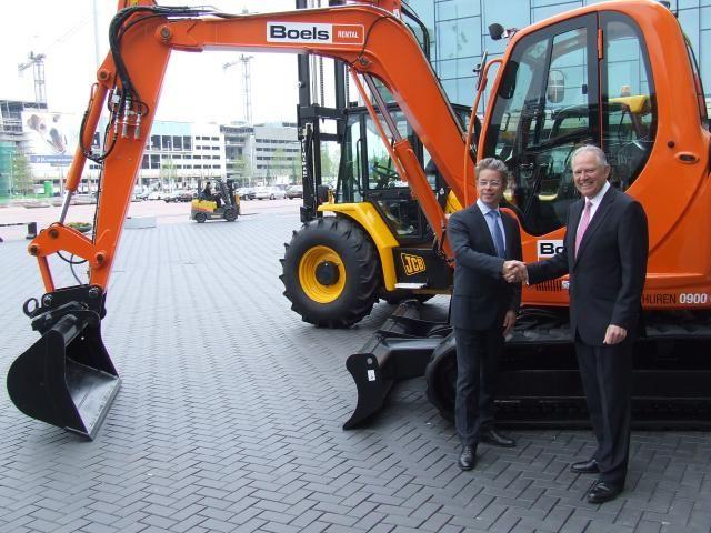 Alan Blake (CEO van JCB) en Pierre Boels Jr (CEO van Boels Verhuur)