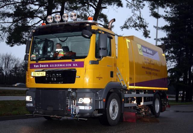 MAN TGM 18.340 zelfrijdende veegmachine voor Van Doorn Geldermalsen