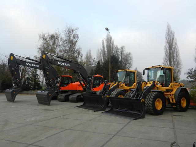 De L60F, L70F en L90F wielladers en twee EC240Cl Volvo graafmachines met GPS voorbereiding
