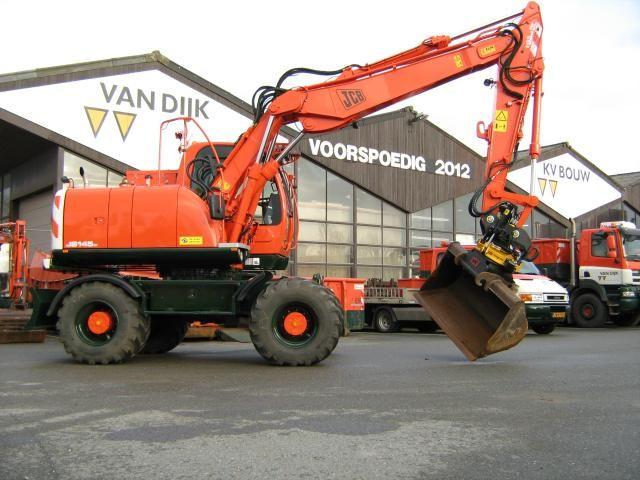 JCB JS 145 W mobiele graafmachine voor Van Dijk Maasland B.V. uit Maasland