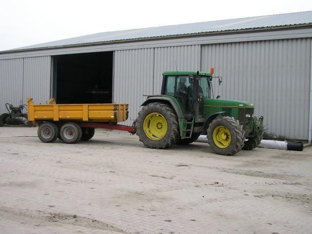 De gestolen John Deere 6800 tractor met fronthef en aftakas van Loon- en Verhuurbedrijf Melse Maljaars