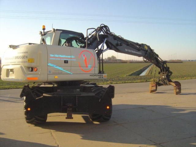 Eerste Hidromek 120 W mobiele graafmachine in NL voor Van Vliet uit Waddinxveen