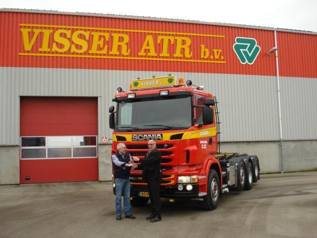 Scania R440 CB8x2/4HSA containerauto, voorzien van een 25-tons HTS kabelsysteem