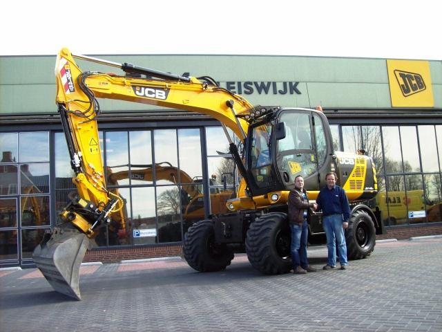 JCB JS145W mobiele graafmachine voor Van Raamsdonk uit Alphen a/d Rijn
