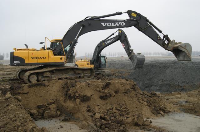 V.d. Geest uit Hillegom huurt Volvo EC290C rupsgraafmachine