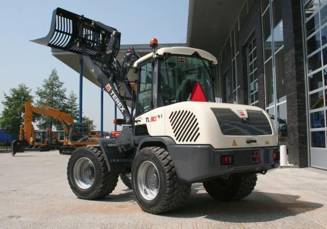 TEREX TL80  wiellader voor Van der Heijden uit Kapel-Avezaath