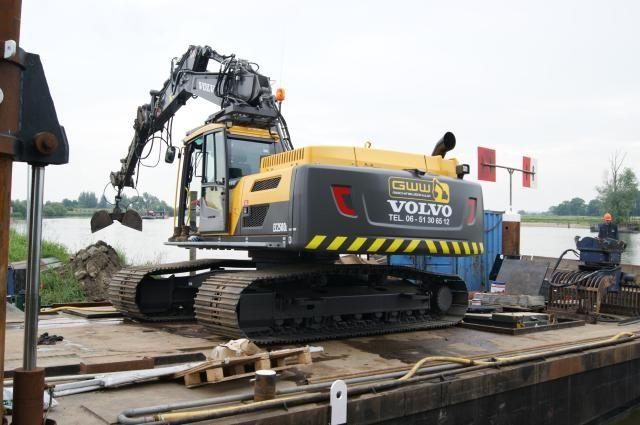 De nieuwe Volvo EC250D L voor GWW Machineverhuur