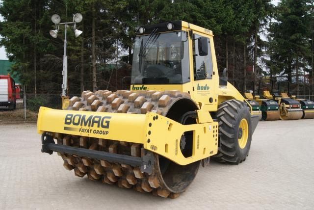Bomag BW213PDH-4 trilrolwals voor Bove Etten-Leur