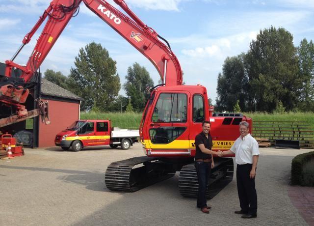 De nieuwe KATO HD512 V voor De Vries B.V. uit Werkendam