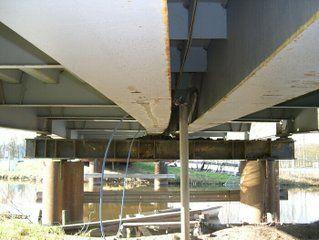 Nutsvoorziening onderzijde bouwbrug