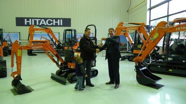 Monden Oud-Gastel winnaar Hitachi minigraver