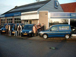 Overdracht van de 4 Peugeot Partners aan Van Schaik