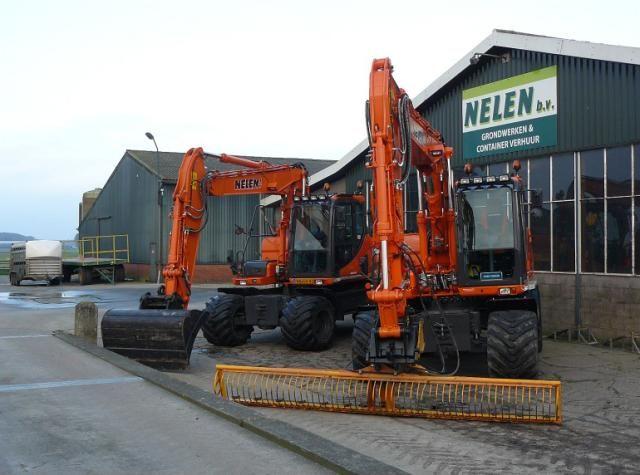 2 x Doosan DX 140 W mobiele graafmachines voor Grondbedrijf Nelen B.V. uit Huijbergen