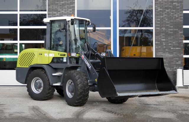 TEREX TL80 compacte wiellader voor Smederij en constructiewerkplaats en Landbouwmechanisatiebedrijf Evenboer uit Watergang