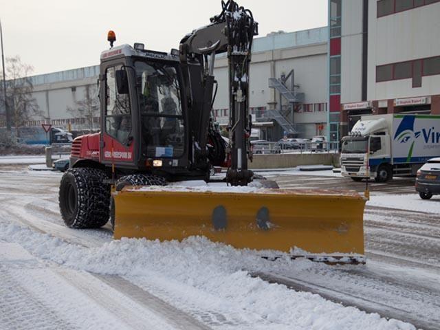 Gladheidbestijding met Mecalac 12MTX door Gebroeders Griekspoor BV uit Nieuw-Vennep
