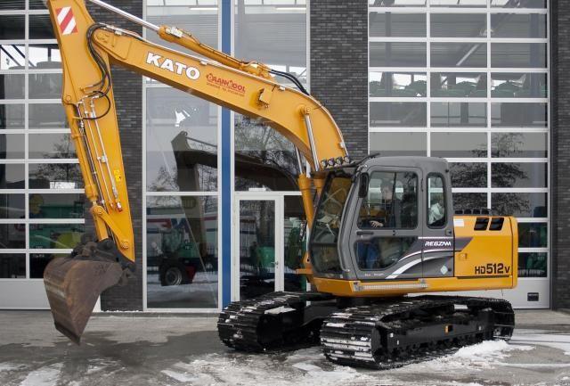 KATO HD512-V rupsgraafmachine voor loon-, verhuur- en aannemingsbedrijf Daan Kool V.O.F. uit Lexmond.