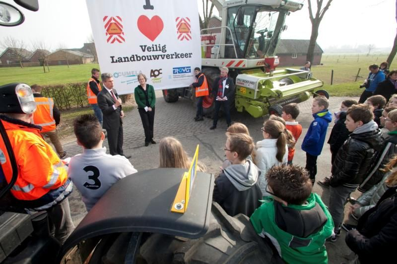 Start landelijke campagne veilig landbouwverkeer in Azewijn