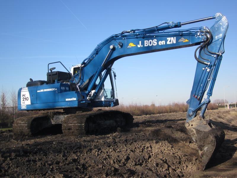 Komatsu PC210LC-8 rupskraan voor zandhandel en aannemersbedrijf J. Bos en Zn. uit Moordrecht