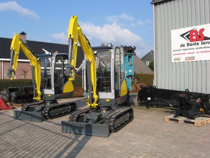 2X Neuson ET24 mini graafmachines voor Grondverzet & Grondbewerking Haerst V.O.F. uit Zwolle