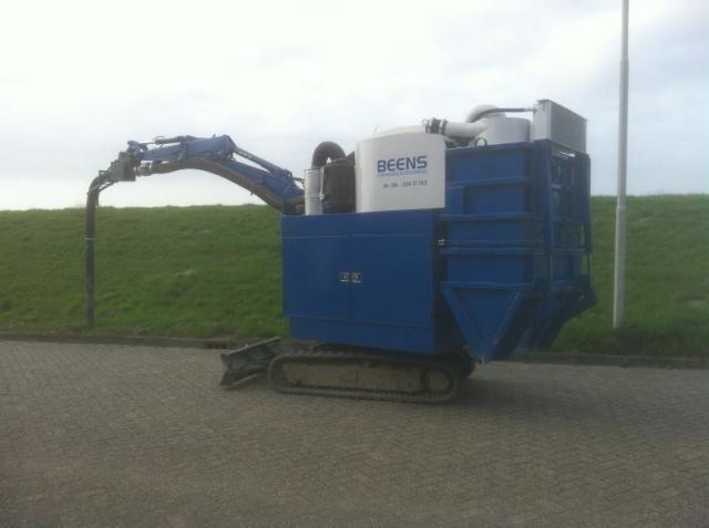 Compacte grondzuigmachine voor Beens grondzuigtechniek Genemuiden