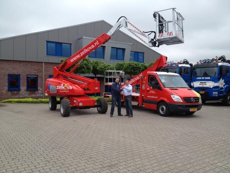 2 Dinolift 185 XTS hoogwerkers voor Zelkova Amsterdam