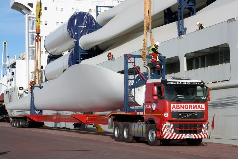 Nooteboom levert 16 trailers, waaronder diverse 4-assige Telesteps, aan ALE voor het transport van wind turbine delen in Zuid Afrika