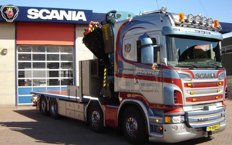 Vierassige Scania V8 krachtpatser afgeleverd bij Brouwer