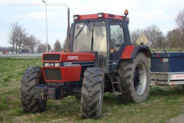 VERMISTE Case IH 956 XL tractor met Mulder minigraver dieplader