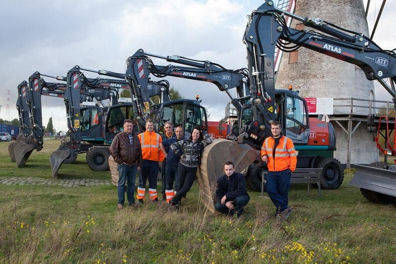 Nieuwe Atlas bandengraafmachine voor het team van ATF uit Zandvliet