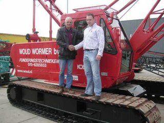 Op de foto de heren Woud en Ronald van der Vlist van Crane Business in Moerdijk.