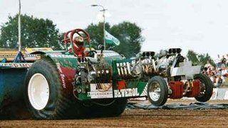 Op de foto de tractor Eager Beaver