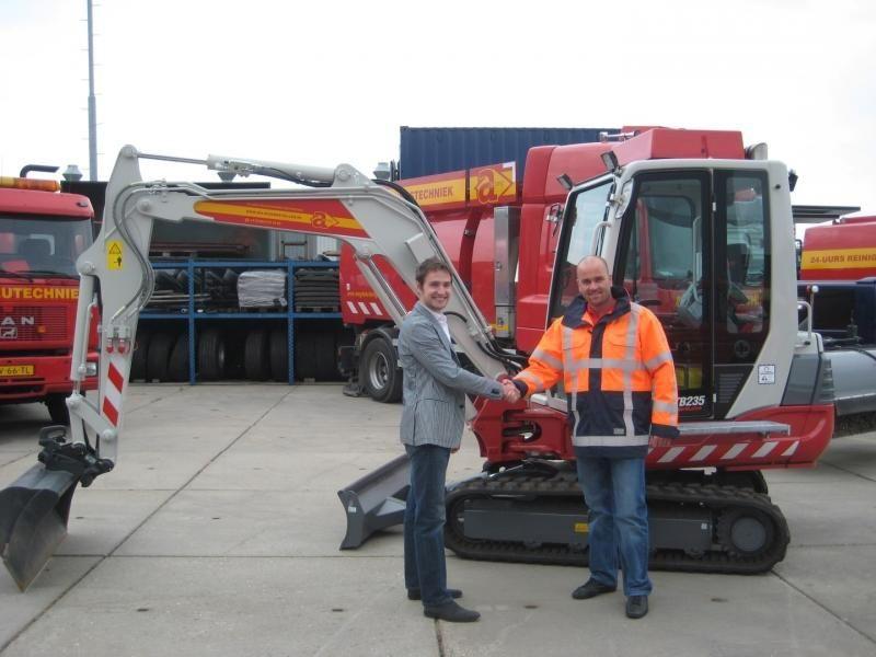 Takeuchi TB 235 minigraver voor ADJ Milieutechniek uit Werkendam