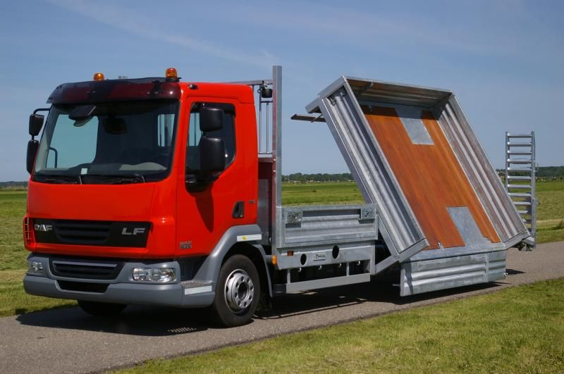 Veldhuizen ontwikkelt een kippende oprij vrachtauto