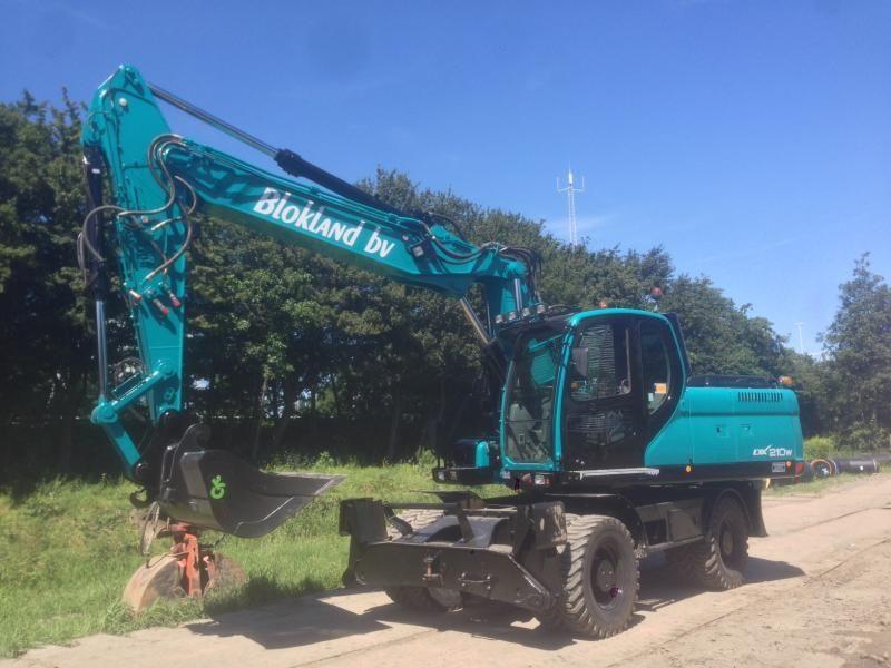 Doosan DX 210 W mobiele graafmachine voor Blokland Ter Aar