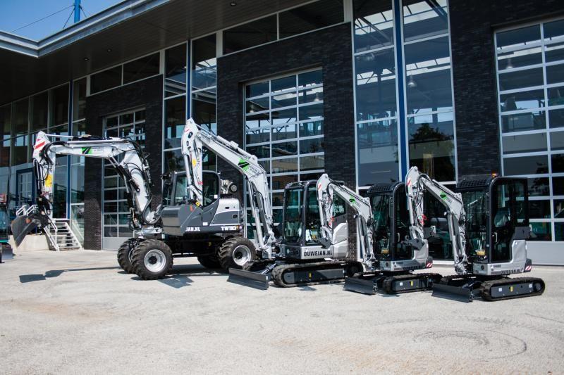 4 nieuwe machines voor Ouwejan & F. de Bruijn Infra B.V.