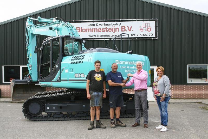Kobelco SK 210 lc rupskraab voor  Blommesteijn B.V. Loon- & Verhuurbedrijf uit Zevenhoven