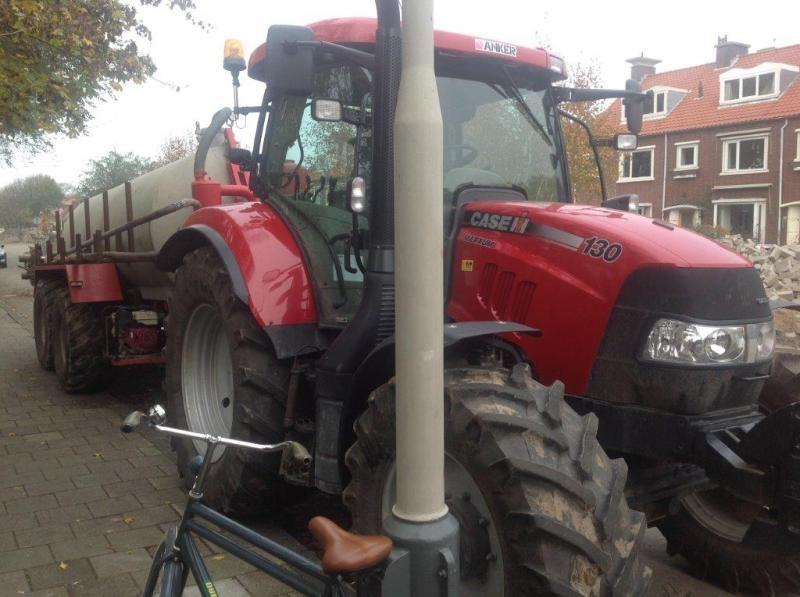 Vermiste Case Maxxum 130 tractor en Cebeco waterwagen
