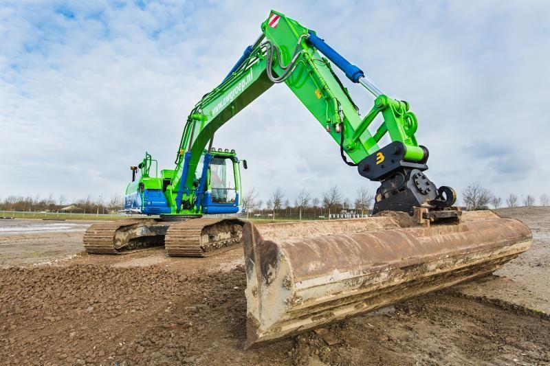 Kobelco SK 210 lc voor Loon- en Kraanverhuurbedrijf Kemp uit Nieuwkoop