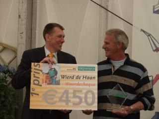 € 450,- voor Wierd de Haan van Paul Uilenbroek (l)