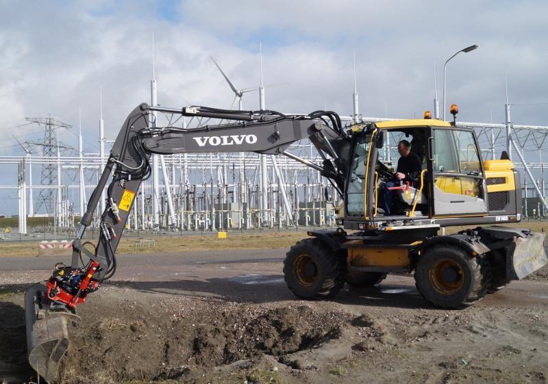 Volvo EW 140 D voor Loon- en Grondverzet Wieringa uit Roodeschool