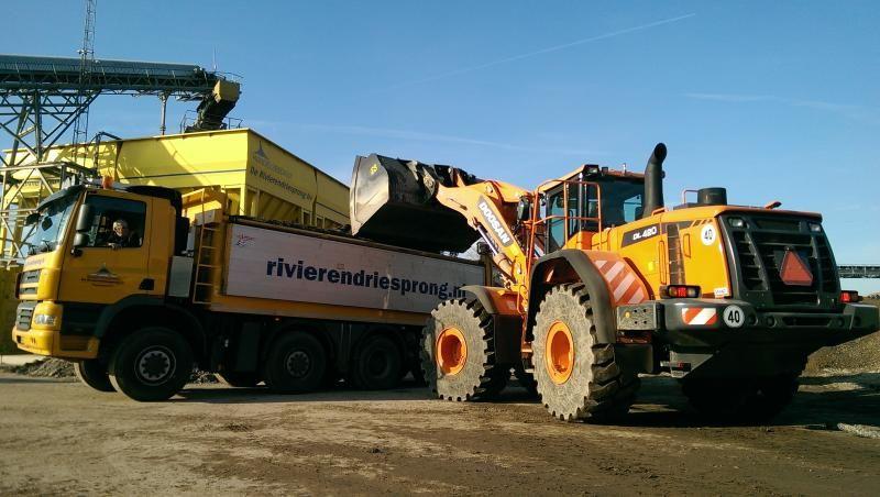 Doosan DL 420 -3 loader voor Bouwstoffenhandel De Rivierendriesprong Papendrecht B.V.