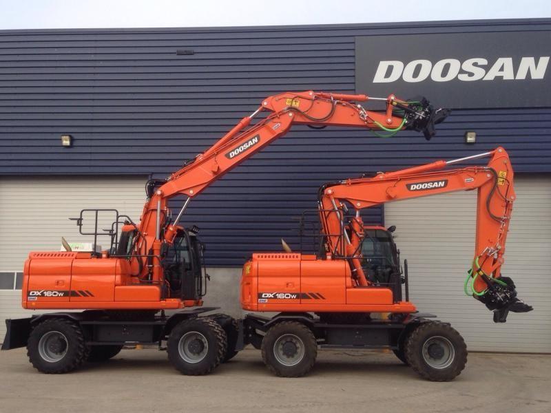 Duo Doosan DX 160 W-3 voor Van den Tillaar uit Someren