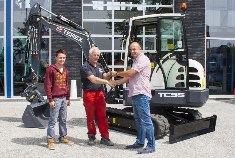 Terex TC 35 minigraver voor M.F. Koolmoes Bestrating uit Leiderdorp