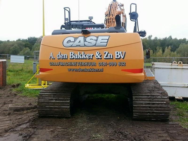 Case CX 250 D rupsgraafmachine voor A. den Bakker & Zn. B.V. uit  Hellevoetsluis