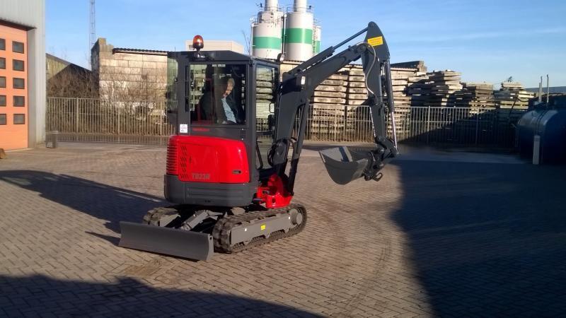 Takeuchi TB23R voor Harteman Weg- en Waterbouw B.V. uit Tiel