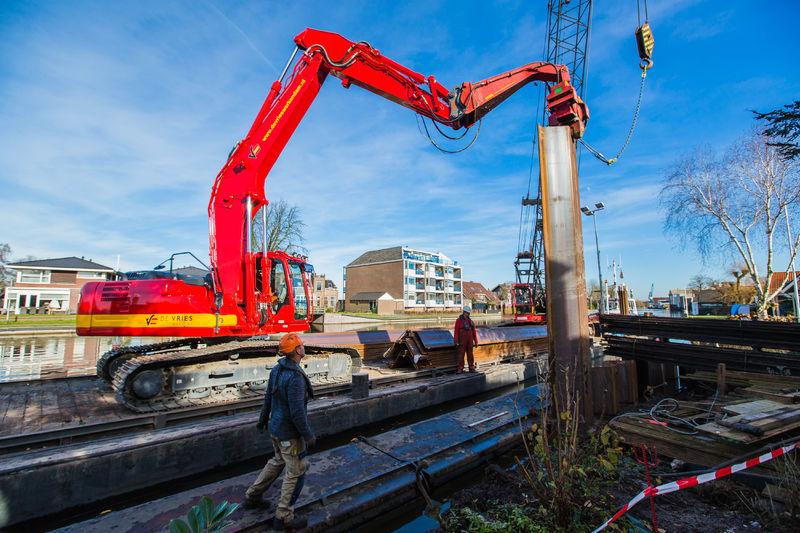 Kobelco SK 260 LC-10 voor Aannemingsbedrijf De Vries Werkendam B.V. uit Werkendam
