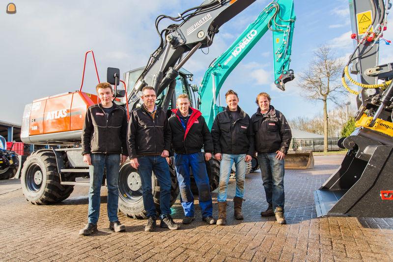Atlas 160 W en Kobelco SK210lc voor Landbouw- en Loonbedrijf Hulter Anerveen uit Anerveen