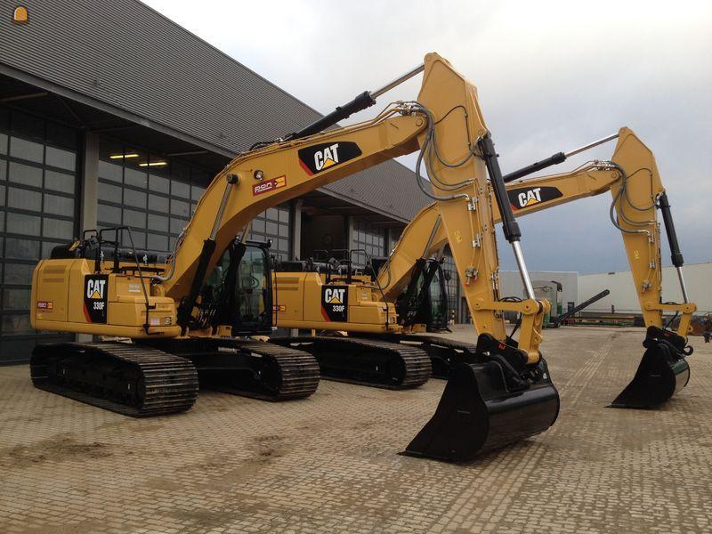 2 Caterpillar 330 F rupsgraafmachines voor Pon Equipment Rental Almere Moerdijk Beilen Valkenswaard